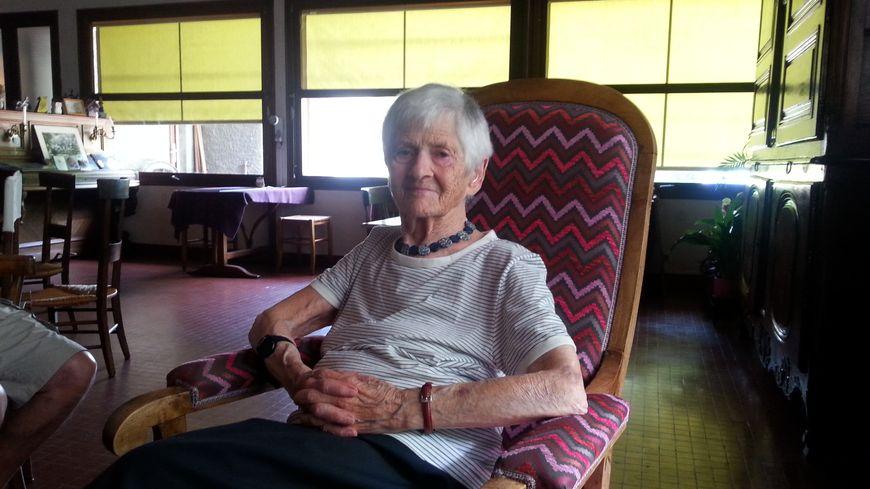 yettou  Canet poétesse de 94 ans