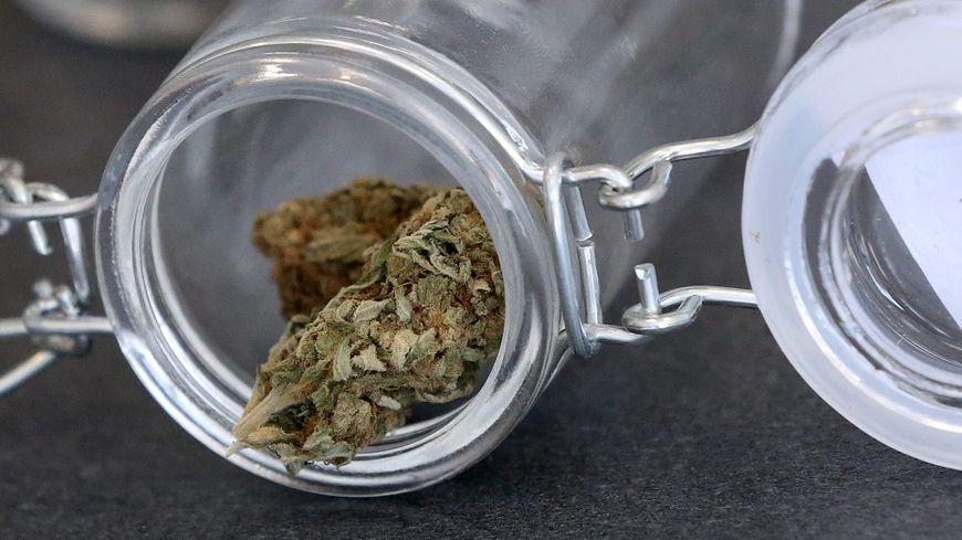 En cas de légalisation, les buralistes demanderaient l'exclusivité de la vente de cannabis.