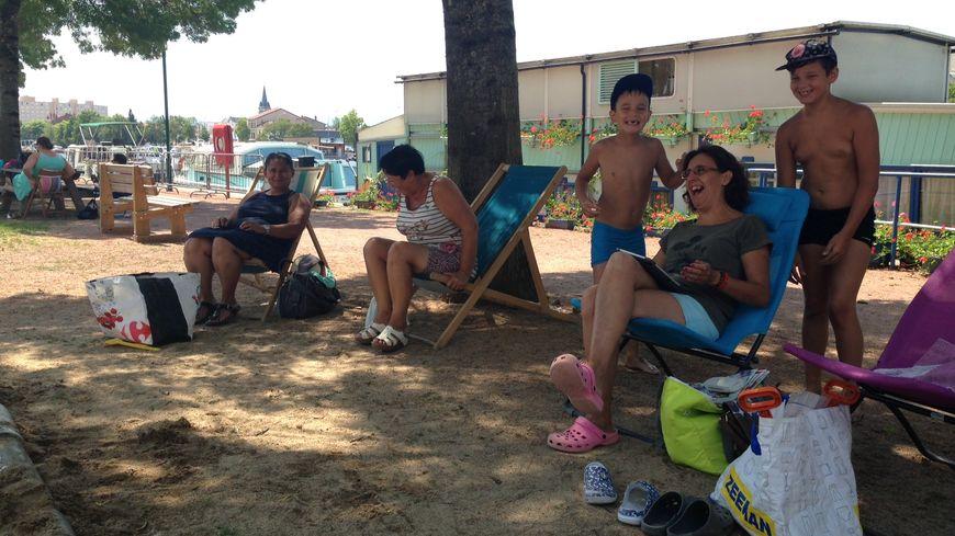 Les vacanciers profitent de la 11e édition de Roanne Plage