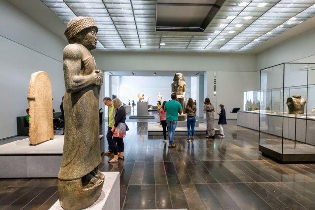 Le Louvre d'Abou Dhabi, son architecture vertigineuse et ses 5 000 visiteurs quotidiens, est un grand succès Auteur :