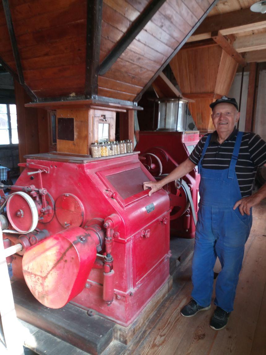 Léon Walter prend grand soin de son moulin !