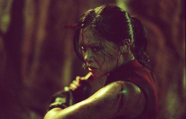 """Natalie Jackson Mendoza interprète Juno dans """"The Descent"""". Un air de famille avec Lara Croft ne trouvez-vous pas ?"""