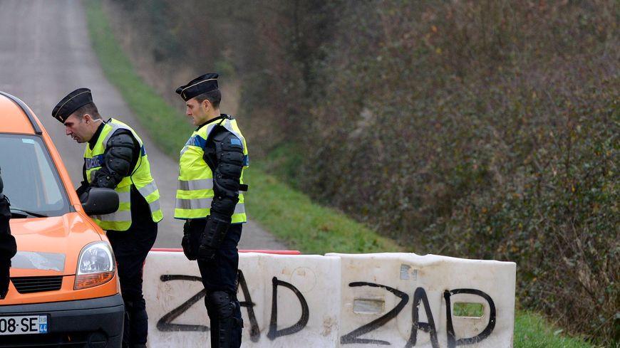 Contrôle de gendarmerie au carrefour des Ardillières, à Notre-Dame-des-Landes, en janvier 2013