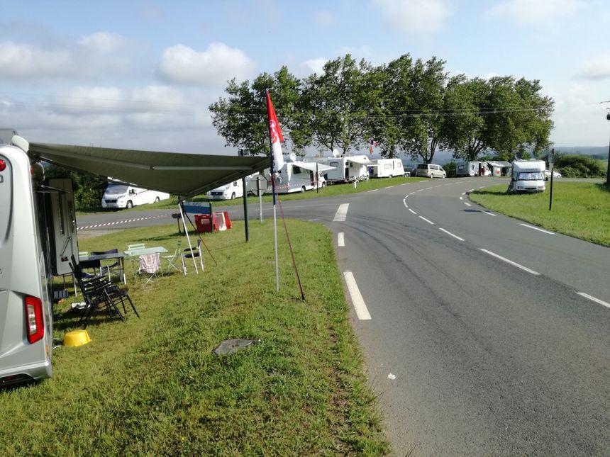 Les campings-cars sont installés depuis le début de la semaine sur la route des crêtes (D88) pour voir le contre-la-montre