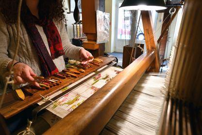 Un ancien métier à tisser la soie exposé à la Maison des Canuts de Lyon