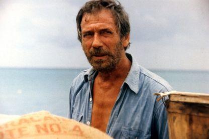"""Yves Montand, sur le tournage du film """"Le Sauvage"""" de Jean-Paul Rappeneau en 1975"""