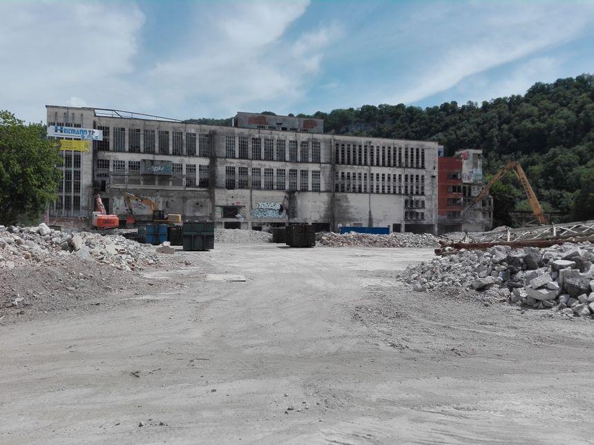 Il ne reste plus grandchose des 5 ha de de la friche industrielle de la Rhodiaceta à Besançon en juillet 2018