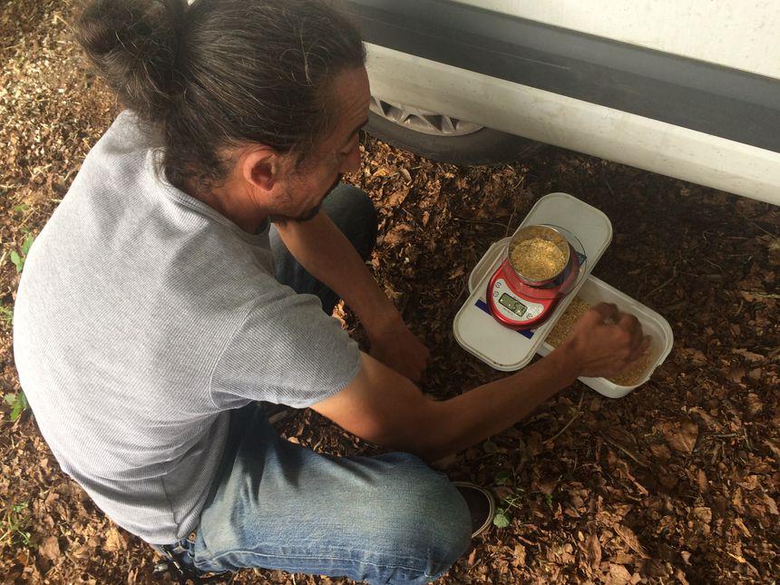 Manuel Senra veille sur les vedettes au gramme près.
