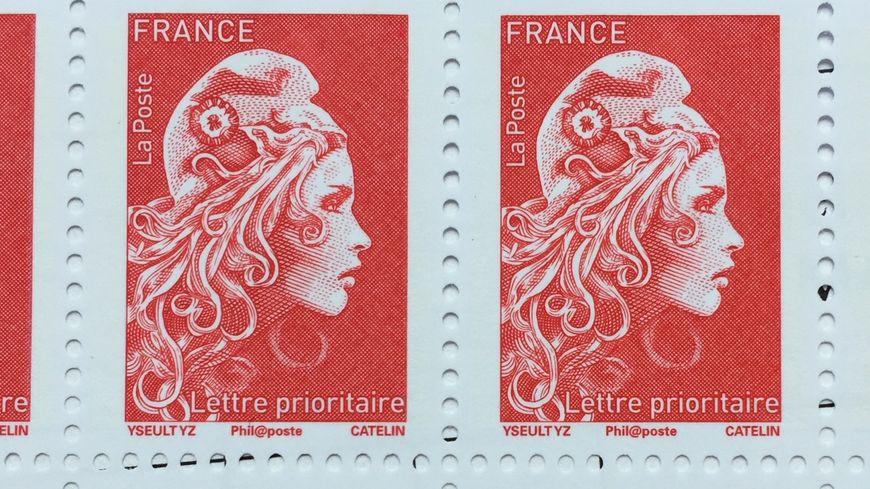 Macron dévoile les nouveaux timbres à l'effigie de Marianne