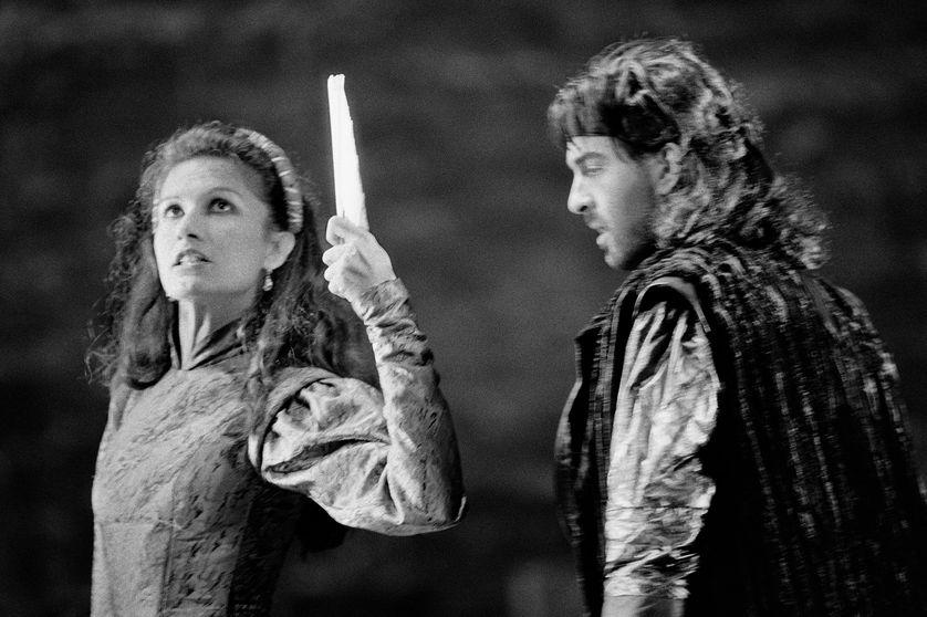"""Ludmila Mikael et Robin Renucci durant une répétition de la pièce """"Le Soulier de satin"""" de Claudel, mise en scène Antoine Vitez, 1987, Avignon ."""