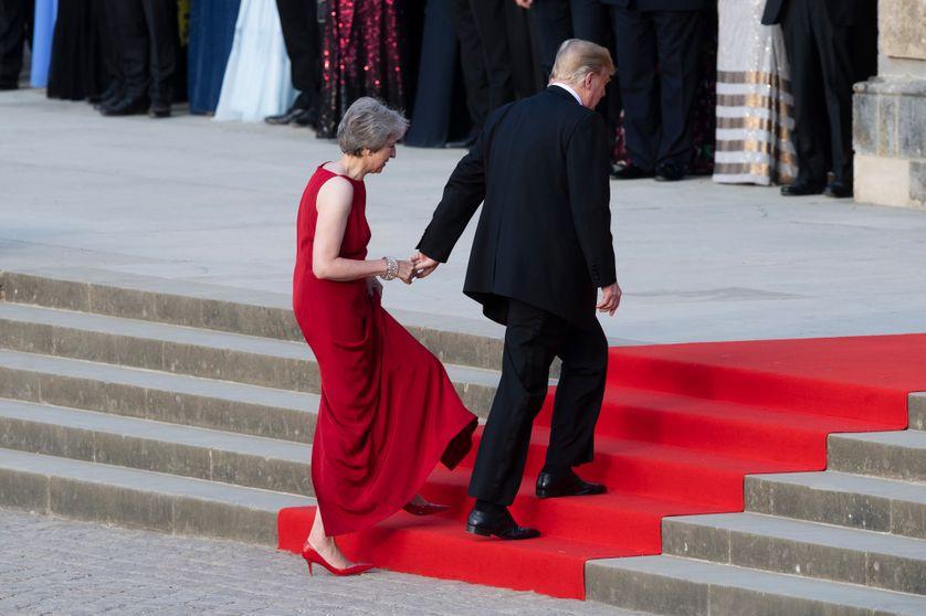 La Première ministre britannique, Theresa May, et Donald Trump, président des Etats-Unis, au palais de Blenheim (nord-ouest de Londres), jeudi 12 juillet