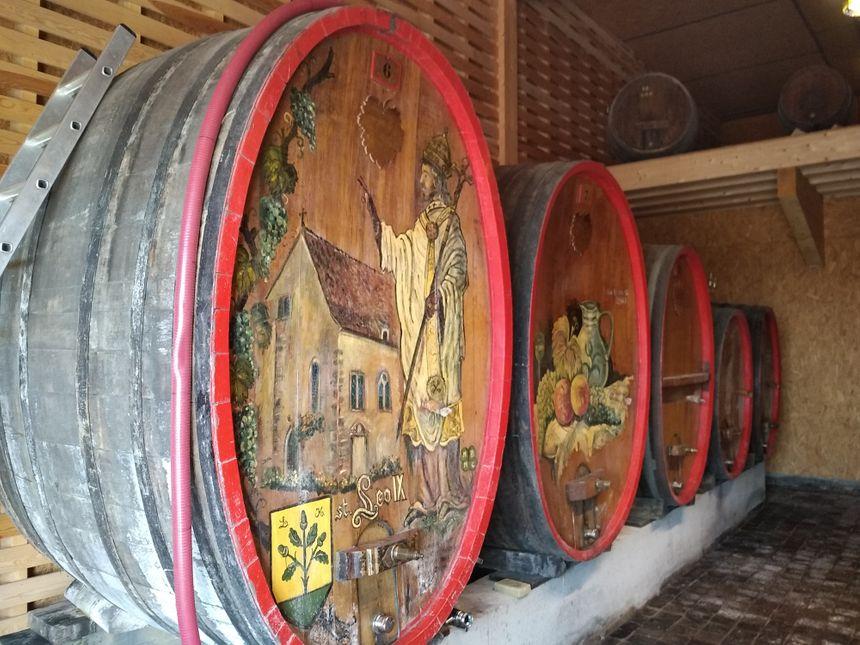 Le vin du domaine est stocké dans ces jolis tonneaux !
