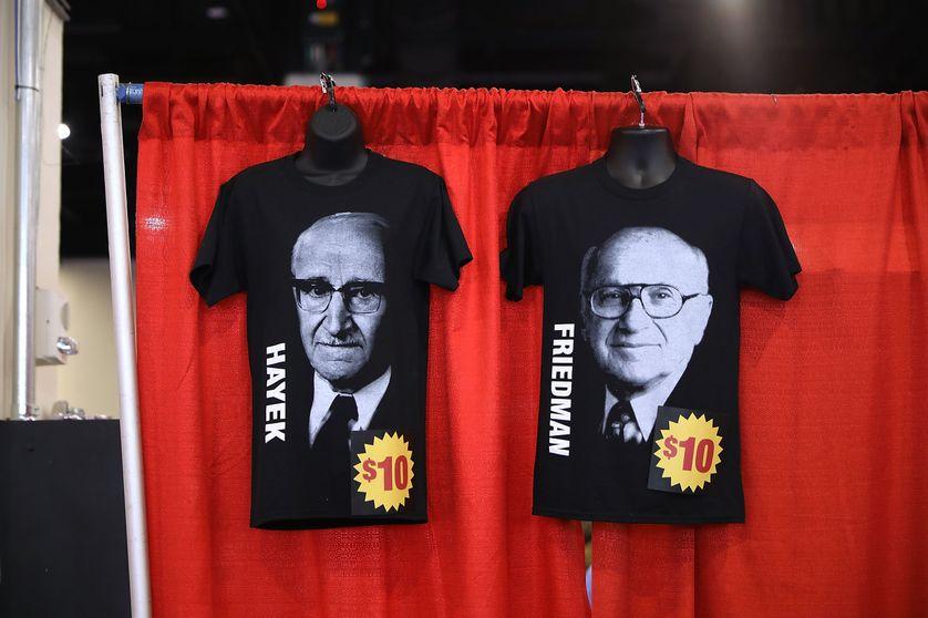 T-shirts de Milton Friedman et Friedrich Hayek en vente au Conservative Political Action Conference Hub