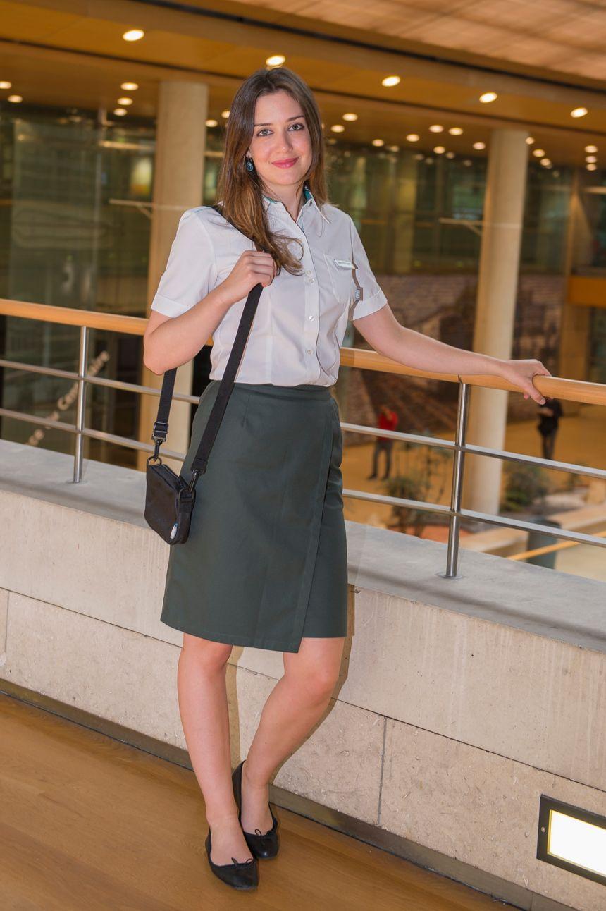 En plus de la jupe droite, les femmes peuvent désormais porter un short-jupe portefeuille