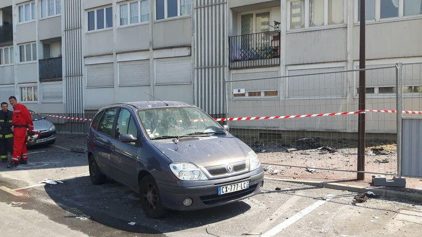 Des dégâts au pied de l'immeuble ce vendredi
