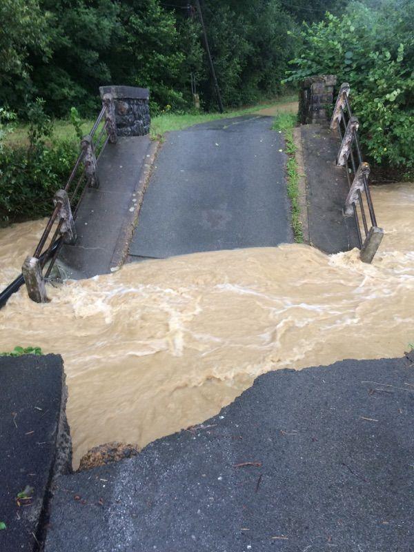 A Arbonne, le pont Perukain s'est effondré après les orages de cette nuit