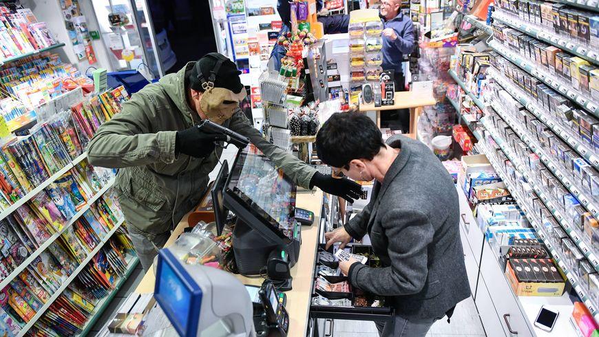 Une vingtaine de commerces aurait été visitée par la bande, très organisée, dans plusieurs départements (Photo d'illustration)