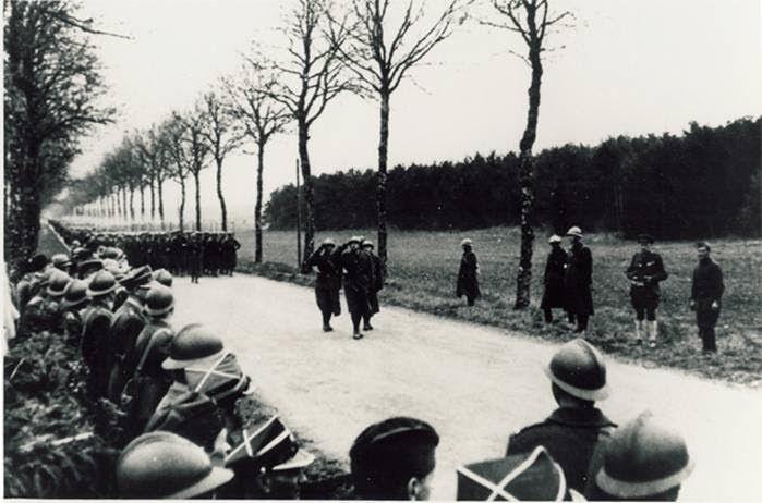Défilé de Grenadiers Polonais en Mai 1940 à Colombey les Belles