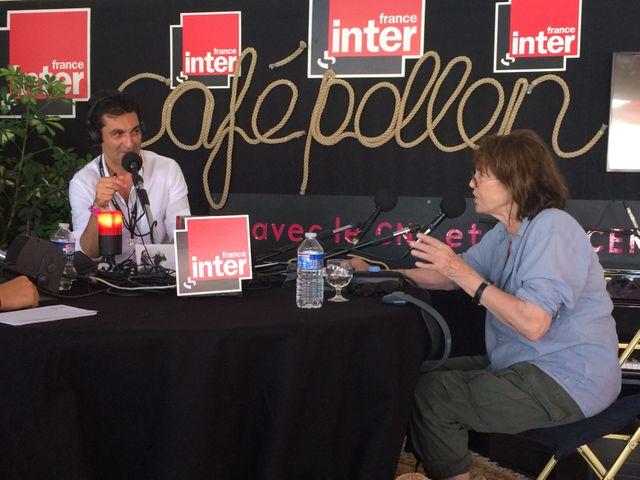Jane Birkin dans le studio du Club estival aux Francofolies de la Rochelle en compagnie d'Emmanuel Khérad