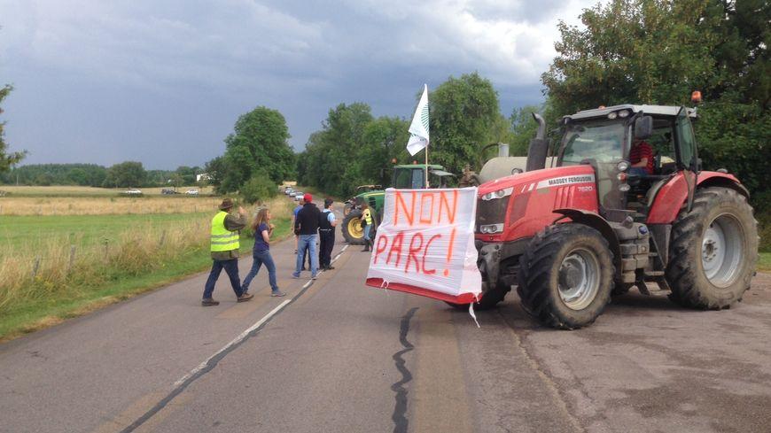 les agriculteurs du ch u00e2tillonnais sont remont u00e9s contre le futur parc national des for u00eats de