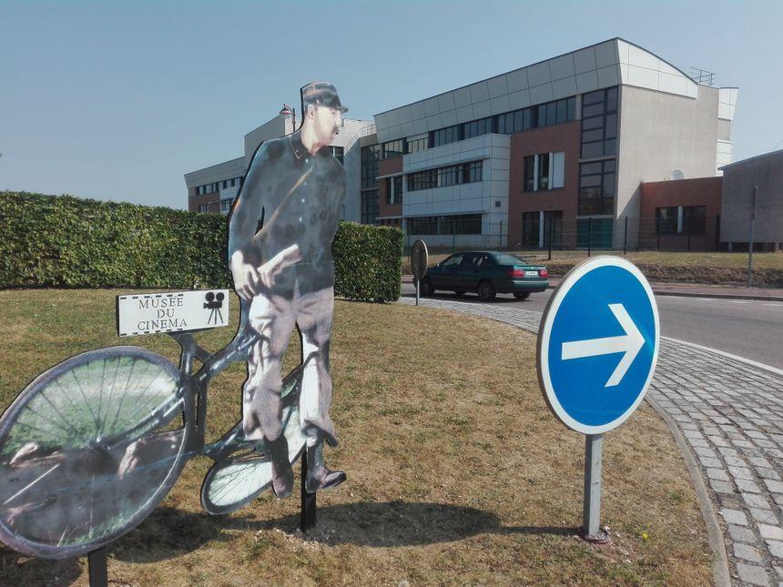 Jacques Tati semble remettre les cyclistes sur la bonne route