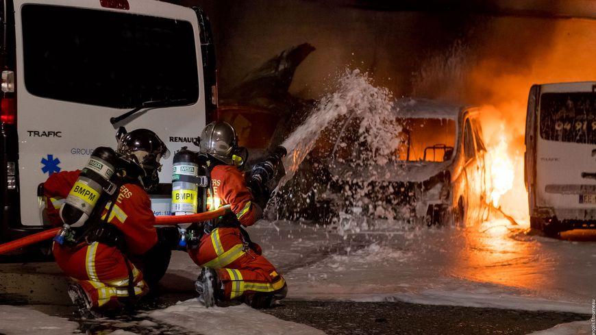 L'incendie dans un entrepôt jeudi soir rue Saint-Pierre à Marseille