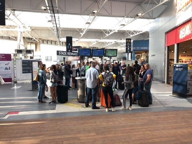 Quelques voyageurs en gare de Rennes ce matin