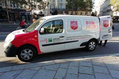 Sur son camion de la maraude, l'Armée du Salut appelle aux dons sur bonjour.armeedusalut.fr