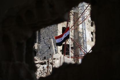 Le drapeau syrien flotte sur Deraa, après la victoire proclamée par le régime de Damas.