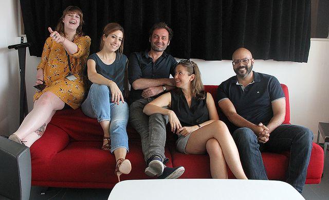 Avant, pas totalement détendus... Lucile Valeri, Léa Salamé, Augustin Trapenard, Charline Vanhoenacker et Frédérick Sigrist