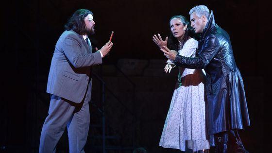 Jean-François Borras (à gauche), Béatrice Uria-Monzon et Erwin Schrott dans Mefistofele de Boito aux Chorégies d'Orange