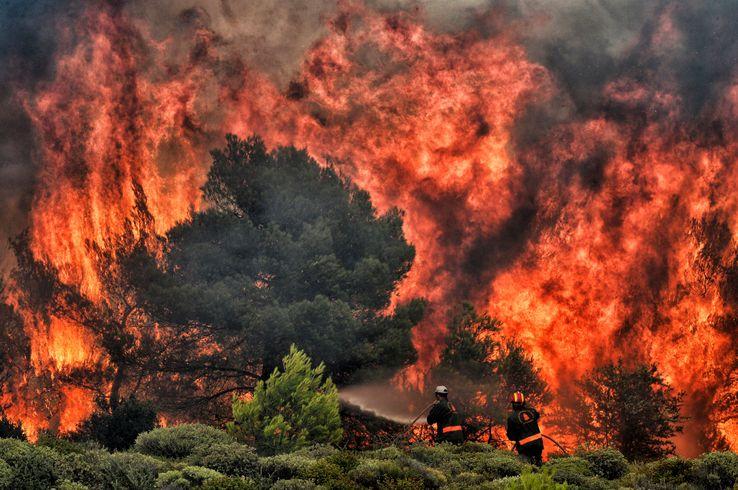 Incendie à Kineta, près d'Athènes, le 24 juillet 2018. La Grèce n'avait pas connu autant de victimes (80 morts, au moins 187 blessés) depuis 2007