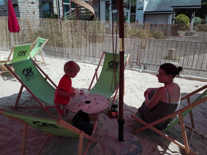 Opération récolte de sable pour Simon, deux ans et demi
