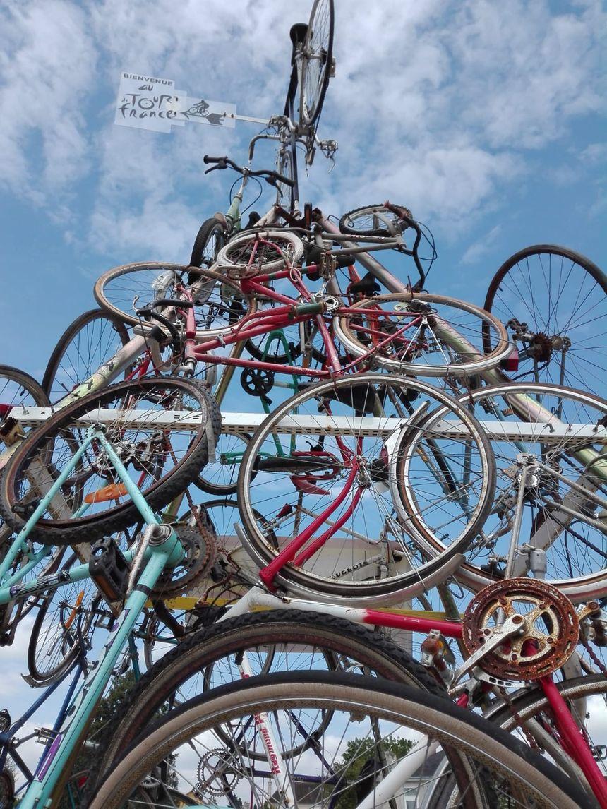 La pyramide des vélos de Neufchâtel-en-Saosnois