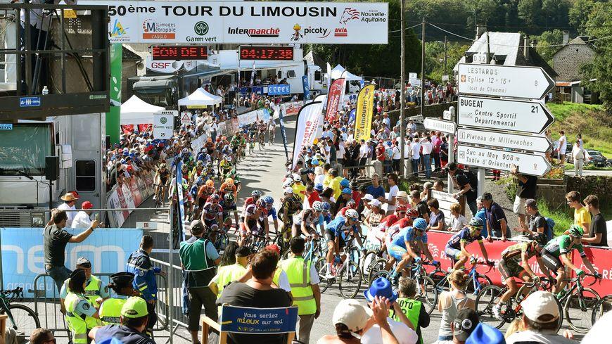 L'arrivée de l'étape corrézienne du Tour du Limousin 2017 à Chaumeil.