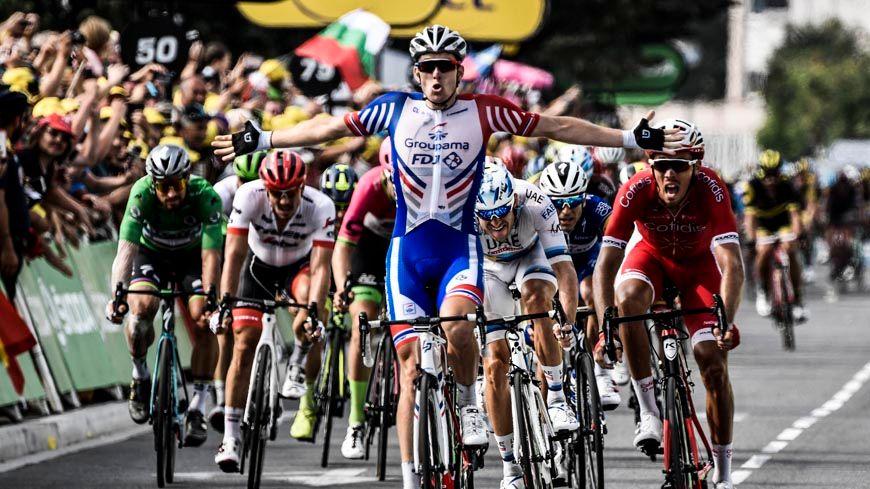 L'arrivée d'Arnaud Démare au sprint à Pau