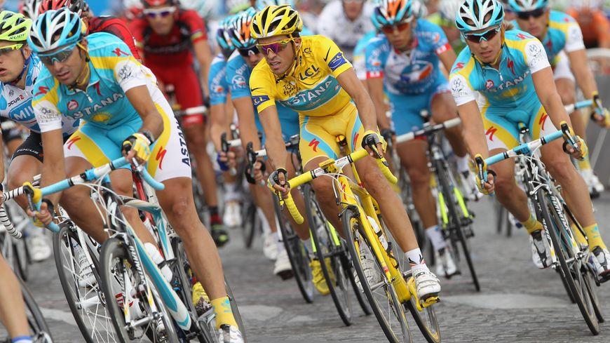Alberto Contador, en jaune à l'arrivée du Tour 2010