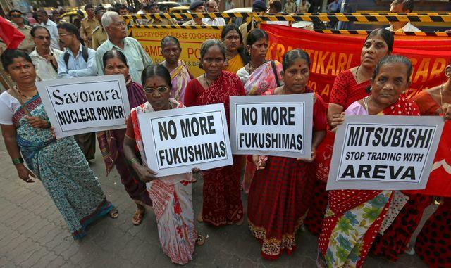 Des indiens opposés à un précédent projet japonais de centrale nucléaire à Jaitapur.