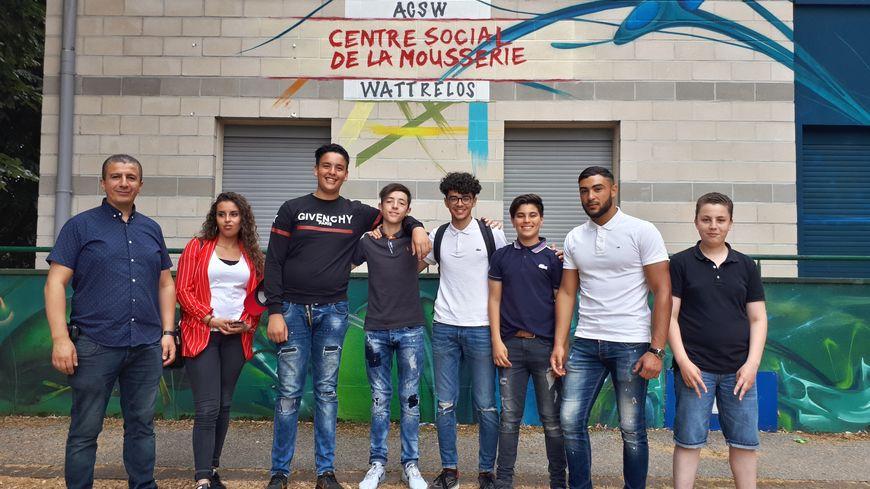 Ali Essaïdi (à gauche) avec les jeunes du centre social de la Mousserie impliqués dans le projet