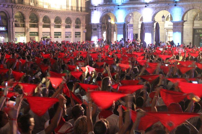 les festayres venus en nombre pour cette cérémonie de clôture des Fêtes de Bayonne