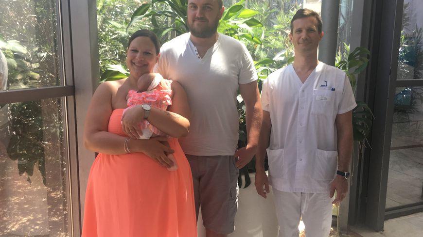 Loéva, la fille de Claire et Maxime est née grâce à une intervention menée par le Dr. Gauthier Rathat