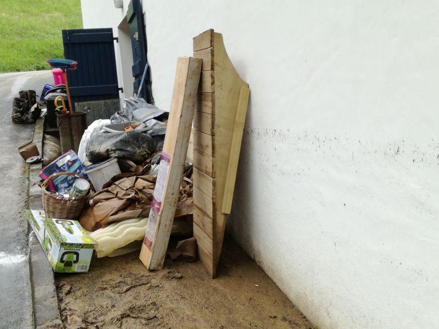 A Villefranque, dans l'ancien moulin du chemin Zamorategia, l'eau est monté jusqu'à 1.60m dans la maison de Philippe qui a perdu de l'électroménager et deux scooters dans le garage.