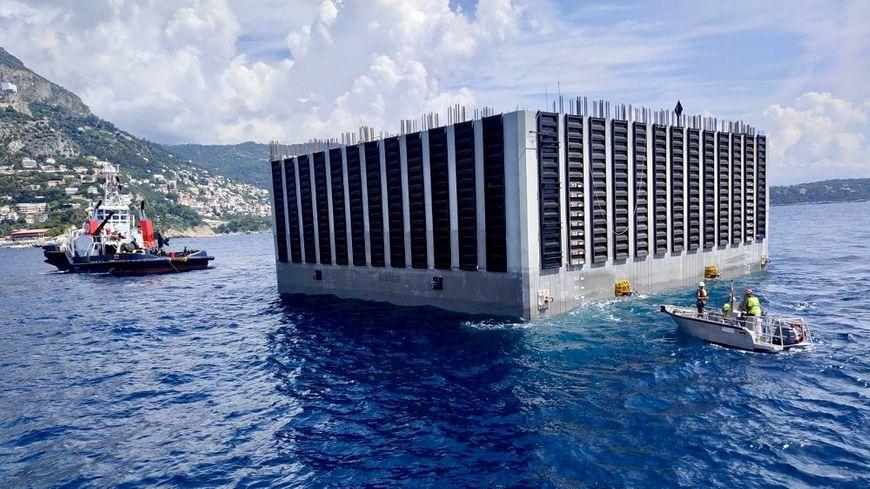 Chaque caisson, fabriqué à Marseille, fait la taille d'un immeuble de 10 étages