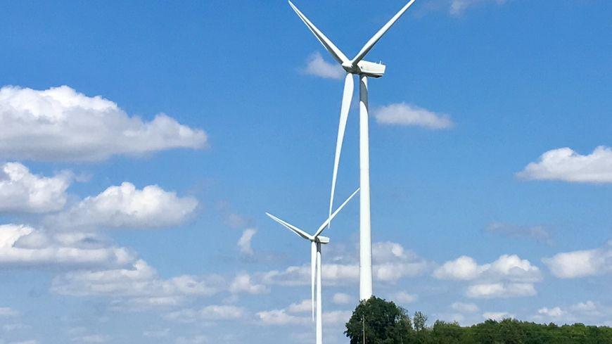 Des éoliennes installées à La Souterraine, identiques en taille à celles qui seront construites à Azérables et Saint-Sébastien