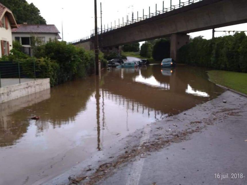 Le viaduc du quartier de la Négresse à Biarritz sous les eaux