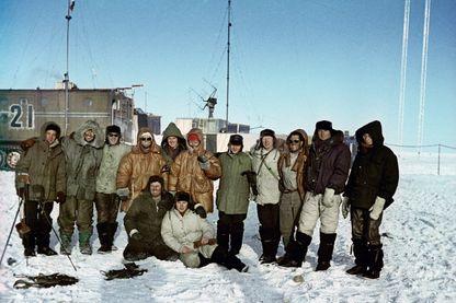 Explorateurs soviétiques et français, Base antarctique Vostok le 1er octobre 1964.