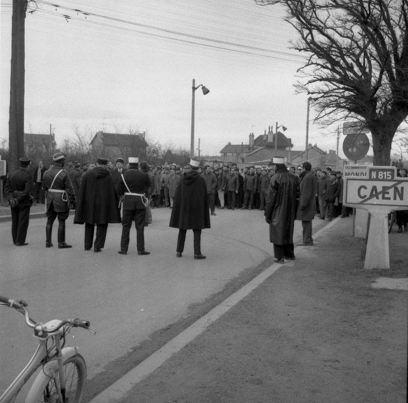 Grévistes ouvriers métallurgistes à Caen, 30 janvier 1968