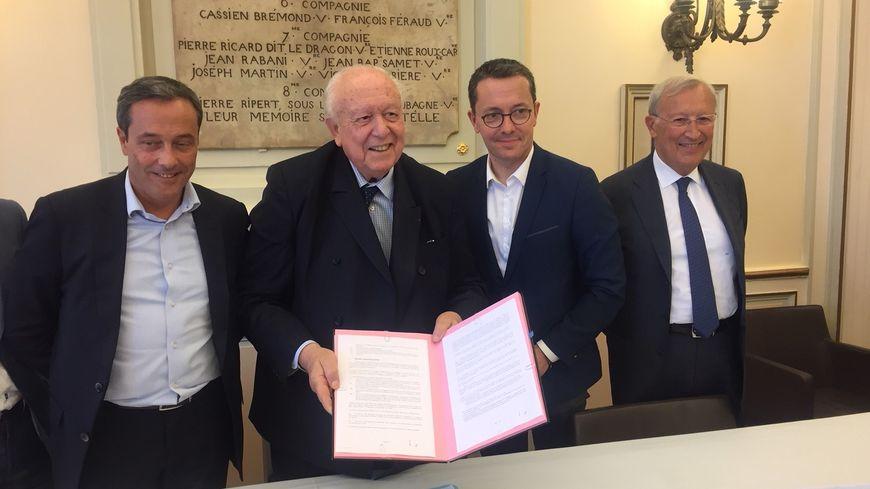 Bruno Botella, président d'Arema, Jean-Claude Gaudin, Jacques-Henri Eyraud et Roland Blum adjoint aux finances à Marseille