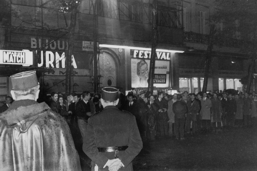 Manifestation contre la Guerre d'Algérie du 17 octobre à Paris