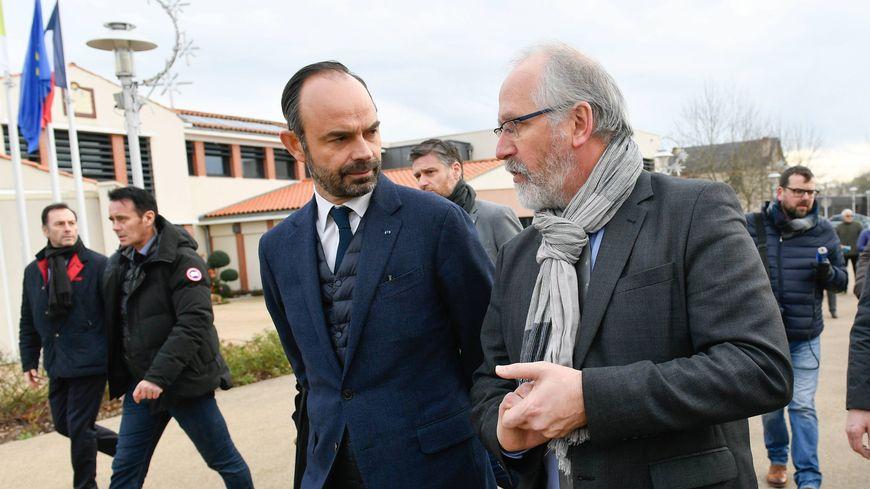 Jean-Claude Lemasson avec Édouard Philippe lors de sa venue à Saint-Aignan au mois de janvier